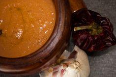 Elromesco es una salsa típica de Cataluña, originaria de la zona deTarragona. Como muchos platos tradicionales, su origen se remonta a la distribución generalizada de productos americanos (tomates y pimientos) en los hogares de la península. Si bien elromescotiene una receta más o menos concreta, se suele dar ese nombre …  Continuar leyendo →