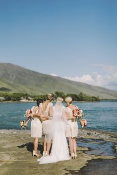 These short blush bridesmaids dresses are socute! The short style and colorful bouquets are just perfect for a beach wedding.