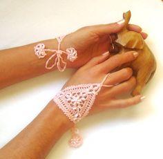 Wedding gloves bridal gloves crochet gloves fingerless gloves What a cute idea for wedding attire. Crochet With Cotton Yarn, Thread Crochet, Crochet Lace, Crochet Sandals, Crochet Bracelet, Crochet Gloves Pattern, Crochet Patterns, Pink Gloves, White Gloves