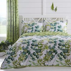 A beautiful and exclusive Foliage range. The reverse features a ditzy leaf design on a zesty background.