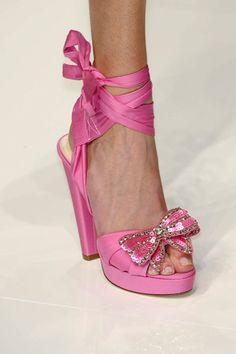 I love these sassy shoes! Would go great with a knee length bridesmaid dress...