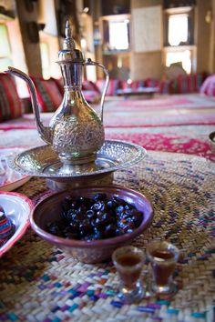 Served with a great deal of affection and care, sweet Omani dates are deliciously earthy. الكثير من  الرعاية و الأهتمام للتمور العمانية  ،  لإضفاء مذاقها السكري  اللذيذ.