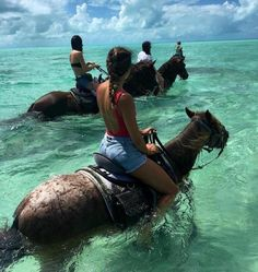 These horses love taking their riders into the ocean surf and walking through the water cooling off. They're used to it and venture into the water as shown here in this photo, easily without too much coaxing. Places To Travel, Travel Destinations, Places To Visit, Hawaii Vacation, Dream Vacations, Vacation Ideas, Oahu, Visit Jamaica, Polynesian Islands