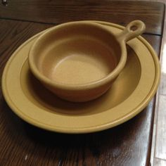 Bennington-Pottery-Tawny-Soup-Bowl-Handled-Soup-Chili-Bowl-1894-1961