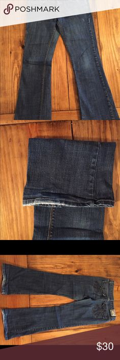 Chip & Pepper  Jeans Juniors Size 9 Chip & Pepper Jeans. Nice heavy denim with plenty of wear left in them. Bought and wore several times. Chip & Pepper Jeans Flare & Wide Leg