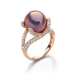 A PEARL'S THRONE Rose  What an entrance you will make with this stunning Tahitian Pearl Ring refined with 180 diamonds.  Tahitian Pearl Diamond Ring 18k Rose Gold Freshwater Pearl, ø12.5-13 mm 180 Brillant Cut Diamonds W/SI 180 pcs 1,27 ct. Polished surface