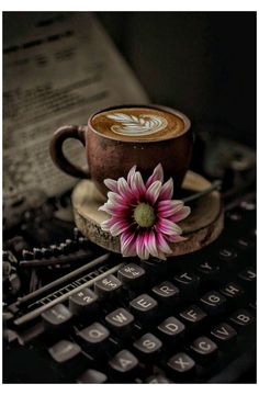 Coffee Cafe, Coffee Drinks, Coffee Shop, Coffee Lovers, Coffee And Books, I Love Coffee, Good Morning Coffee, Coffee Break, Coffee Photography