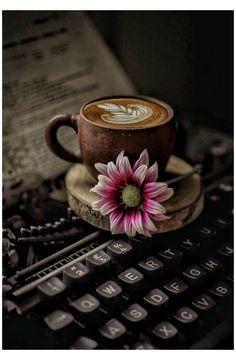 Coffee And Books, I Love Coffee, My Coffee, Coffee Cafe, Coffee Drinks, Coffee Shop, Coffee Lovers, Good Morning Coffee, Coffee Break