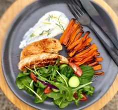 Here's a family friendly recipe for a spiced grilled chicken with honey baked fries, salad and yogurt. Look at all that colour! Healthy Mummy Recipes, Raw Food Recipes, Salad Recipes, Chicken Recipes, Dinner Recipes, Healthy Dishes, Healthy Foods, Dinner Ideas, Honey Baked