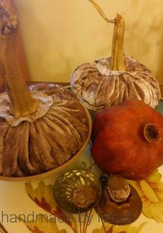 Velvet Pumpkins....eine wunderschöne Herbstdekoration. .. Pumpkin, Autumn, Handmade, Painting, Graz, Nice Asses, Pumpkins, Hand Made, Fall Season