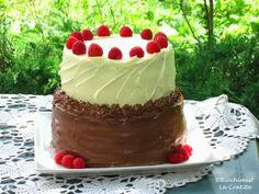 Tort etajat cu mascarpone, ciocolata, visine si zmeura