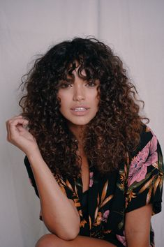 Curly girls might understand the importance of a smart hairstyle for the spring. Hairstyles for curly hair can carry an inimitable flair. So grab them asap. hair styles 10 Most Charming Spring Hairstyles for Curly Hair Curly Hair Styles, Curly Hair With Bangs, Curly Hair Cuts, Natural Hair Styles, Short Hair, Girls With Curly Hair, Long Natural Curls, Short Natural Curly Hair, Layered Curly Hair
