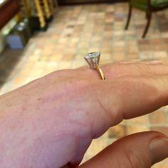 Solitair ring 1.72ct. 18K geelgouden solitair ring gezet met een briljant geslepen diamant van 1.72ct, kleur J & helderheid P1. Diamant is gezet in een 6-poots draadchaton. #ring #rings | ringen | gouden ring | golden rings | golden rings design | vintage rings | trouw ring | trouw ringen goud | verlovingsring goud | sieraden amsterdam | #spiegelgrachtjuweliers SpiegelgrachtJuweliers.com Vintage Gold Rings, Vintage Jewelry, Amsterdam, Diamond Earrings, Jewels, Design, Jewerly, Vintage Jewellery