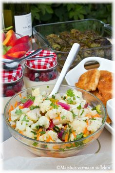 Marinoitu+kukkakaalisalaatti