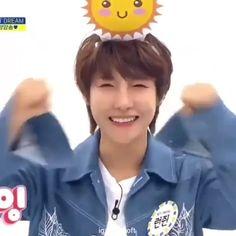 That was so cute and precious..i would keep it in my pocket 🥺🥺 Ntc Dream, Yangyang Wayv, Nct Dream Jaemin, Nct Life, Huang Renjun, Funny Kpop Memes, Mark Nct, Jisung Nct, Jaehyun Nct