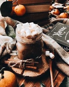 Hot chocolate on a cold autumn day is the best form of relaxation ❤️. Cozy Aesthetic, Autumn Aesthetic, Christmas Aesthetic, Aesthetic Coffee, Autumn Cozy, Fall Winter, Autumn Feeling, Cozy Winter, Photo Trop Belle
