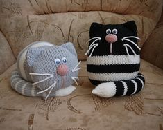Amigurumi teddy bear models, which are preferred by those who. Amigurumi teddy bear models, which are preferred by those who like to do knittin Knitted Cat, Knitted Animals, Knitted Dolls, Crochet Dolls, Animal Knitting Patterns, Stuffed Animal Patterns, Crochet Patterns, Sock Crafts, Yarn Crafts