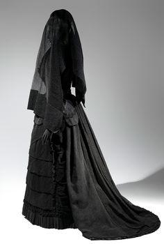 La morte ti fa bella, il lutto e la moda (Ansa)