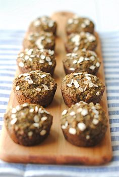 Juice Pulp Muffins - Add 28 g of fibre to your muffins, by simply replacing ¾ cup of flour with a ¾ cup of ground All-Bran Buds™. Banana Breakfast Muffins, All Bran, Eat Yourself Skinny, Flax Seed Recipes, Dessert Recipes, Desserts, Brunch Recipes, Breakfast Recipes, Muffin Recipes