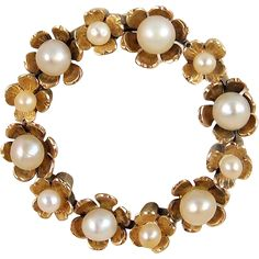 French antique heirloom flower wreath brooch, stamped 18K solid gold circle pin, natural pearls mourning jewellery Ca. 1900s