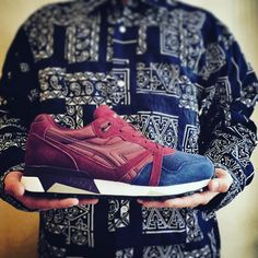 "Shoelosophy Sneakers su Instagram: ""#DiadoraN9000 #double #limitededition #n9000 #bicolor #italiansneakers #coolsneakers #bordeaux #navy #kicksonfire #complexkicks #sneakers #90s #retrorunning #diadora @diadoraofficial @diadora_japan #shoelosophysneakers #exclusive"""