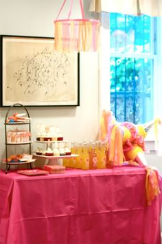 Great presentation! The pinata placed on the table is a very cute idea!