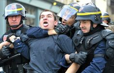 riot-police-strang_1398908i.jpg 620×400 pixels