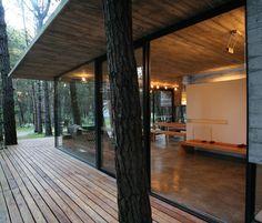 moderne Architektur - Gasfassade und offene Terrasse