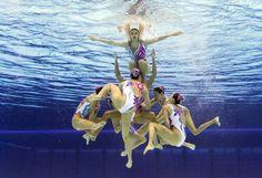 [Foto del día] Equipo de nado sincronizado de China durante una de las competencias en Londres