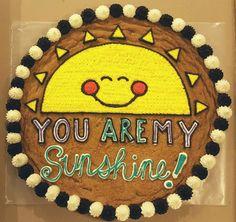 Sunshine cookie cake Birthday Cake Cookies, Cupcake Cookies, Cookie Cakes, Cupcakes, Cookie Time, Big Cookie, Chocolate Chip Cookies, Iced Cookies, Cookies Et Biscuits