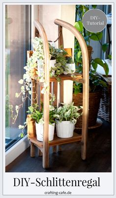 Tutorial: Upcycling Regal aus Schlitten selber machen * The Crafting Café Our old sled became a DIY upcycling shelf! In this free tutorial I will show you how we did it :) ---> Just build the shelves yourself Handwerk nach Hause Upcycled Home Decor, Diy Home Decor, Recycled Crafts, Room Decor, Diy Outdoor Furniture, Diy Furniture, Diy Para A Casa, Fleurs Diy, Diy Y Manualidades