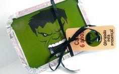 Marmitinhas personalizadas no tema Hulk, com fita de cetim e tag. <br>Charmosa e diferente, para encantar seus convidados no final da festa! Ideal para acomodar bolo ou guloseimas. <br>Impresso em papel fotográfico adesivo a prova d'agua, tamanho 12x9cm <br>Pedido mínimo: 20 unidades