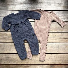 Baby Knitting Patterns Jumpsuit So cute! Just needs a tutu ❤️Patterns for these two jumpsuits Knitting For Kids, Baby Knitting Patterns, Tutu Pattern, Crochet Baby, Knit Crochet, Knitted Baby Clothes, Jumpsuit Pattern, Baby Sweaters, Baby Wearing