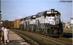 A trio of RF GP40s led by #123 passes the station in Alexandria, Virginia as they head southward during the summer of 1988.