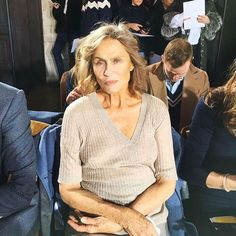 Entre as convidadas do desfile de estreia de @gabrielahearst no line-up da #NYFW a ex-modelo e atriz Lauren Hutton uma das recordistas de capas da história da @voguemagazine. (Via @viviansotocorno) #voguenanyfw #gabrielahearst #laurenhutton  via VOGUE BRASIL MAGAZINE OFFICIAL INSTAGRAM - Fashion Campaigns  Haute Couture  Advertising  Editorial Photography  Magazine Cover Designs  Supermodels  Runway Models
