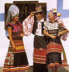 Hello all, Today I will return to Hungary, to talk about one of the most famous costume and embroidery traditions in that country, t. Folklore, Hungarian Embroidery, Folk Costume, World Cultures, Boho Gypsy, My Heritage, Traditional Dresses, People Of The World, Dress Up
