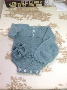 Baby Onesie size 0-3 months, in cotton; hat and Mary Jane booties ~~ Body talla 0-3 meses gorrito y patucos en algodon