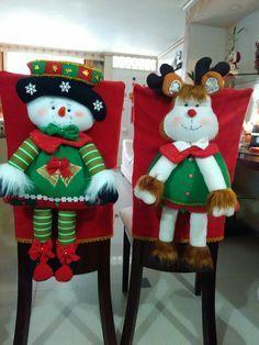 Forros sillas comedor navideño Christmas Elf Doll, Primitive Christmas, Christmas Tree Toppers, Felt Christmas, Christmas Projects, Christmas Home, Christmas Stockings, Christmas Ornaments, Homemade Christmas Decorations