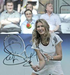 Nem az számít, honnan jössz, és ki vagy, csak az számít, hová tartasz. 😊❤ Te hová? Ragadd a kezedbe az életed irányítását! Ne mások döntsenek a te sorsodról! Legyél az ok, ne az okozat! Szép napot 🌞 neked. Rackets, Tennis Racket, Sports, Hs Sports, Sport