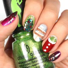 Christmas Ornaments ❤️ Christmas nails should reflect your holiday mood. It happens so that we know about all the best ideas in existence and we are willing to share! Christmas Manicure, Christmas Nail Designs, Christmas Nail Art, Holiday Nails, Christmas Quotes, Christmas Pictures, Christmas Ornaments, Christmas Trees, Christmas Crafts