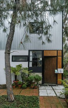 Charles and Ray Eames. Case Study House 8 #3 this landscape is a good fit for the style of the home