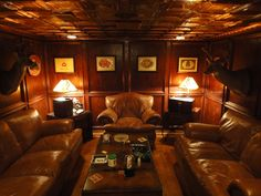 Great looking cigar lounge. Looks like some great conversions could be had here complimented with some great cigars!                                                                                                                                                     Mehr