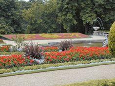 (Photo by © Chris J Dixon) Ein Foto aus dem Garten der Schlossanlage Waddesdon Manor in der englischen Grafschaft Buckinghamshire. Das Schloss und die Gegend haben wesentlich als Vorlage von Fogs Creek in 'Bittersüßer Morgentau' gedient.