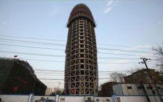 L'edificio (ancora in costruzione) della nuova sede del Quotidiano del Popolo, la principale macchina di propaganda del Partito Comunista Cinese, appare con una forma inconfondibile.  Quale, secondo voi?  #sextoysnellarte #arte #sextoys #vibratori