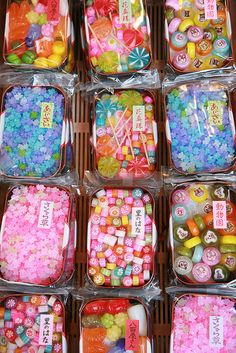 Dagashi (traditional Japanese sweets) like kompeito and Kyoto warabe. Japanese Sweets, Japanese Candy, Japanese Food, Japanese Wagashi, Traditional Japanese, Cute Food, Yummy Food, Wine Gift Baskets, Basket Gift