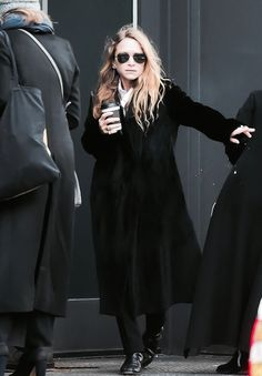 13/02 - MARY-KATE & ASHLEY OUTSIDE 'THE ROW' FALL 2017 FASHION SHOW IN NYC