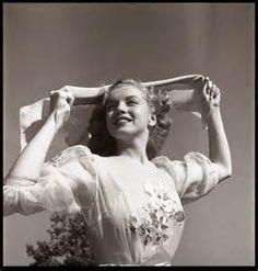 Marilyn Monroe Photographed By Earl Leaf
