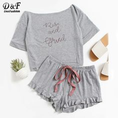 Absolute Autumn Must Have! High Low Top And Frill Hem Shorts Pajama Set online. SheIn offers High Low Top And Frill Hem Shorts Pajama Set & more to fit your fashionable needs. Pajama Outfits, Pajama Shorts, Cute Sleepwear, Loungewear, Satin Pyjama Set, Pajama Set, Lingerie Satin, Purple Lingerie, Pijamas Women