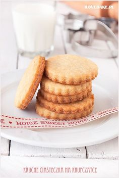 Dlaczego piszę o tych ciastkach, że są najbardziej kruche? Bo nigdy wcześniej nie jadłam tak kruchych, domowych ciastek. Co…