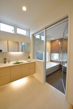 Primary japanese bathroom design pictures for your cozy home Bathroom Layout, Bathroom Interior Design, Modern Bathroom, Interior Design Living Room, Bathroom Ideas, Small Bathroom, Japanese Style Bathroom, Bad Styling, Laundry In Bathroom
